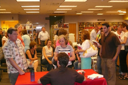 Bill signs books at Borders in Fairfield, CT